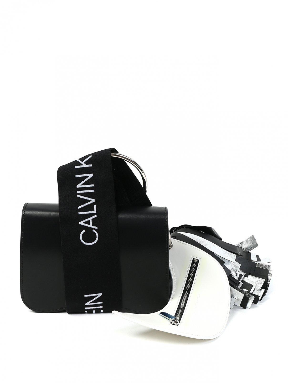 Сумка из кожи с контрастной отделкой Calvin Klein 205W39NYC  –  Общий вид  – Цвет:  Черный
