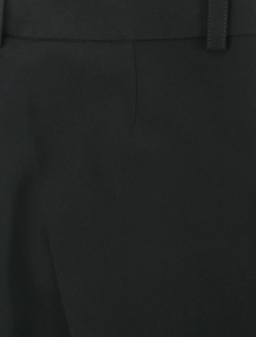 Брюки зауженного кроя с карманами - Деталь