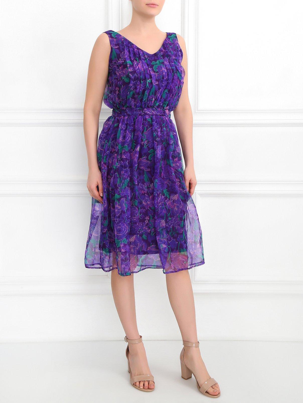 Платье из шелка без рукавов с цветочным узором Charlotte Bialas  –  Модель Общий вид