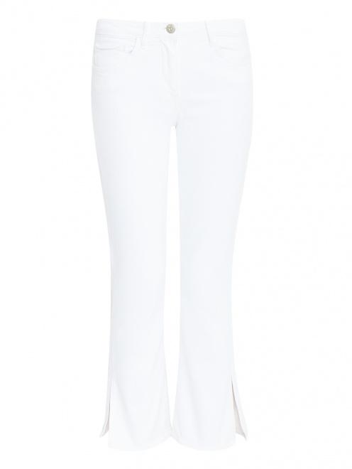 Укороченные джинсы с разрезами - Общий вид