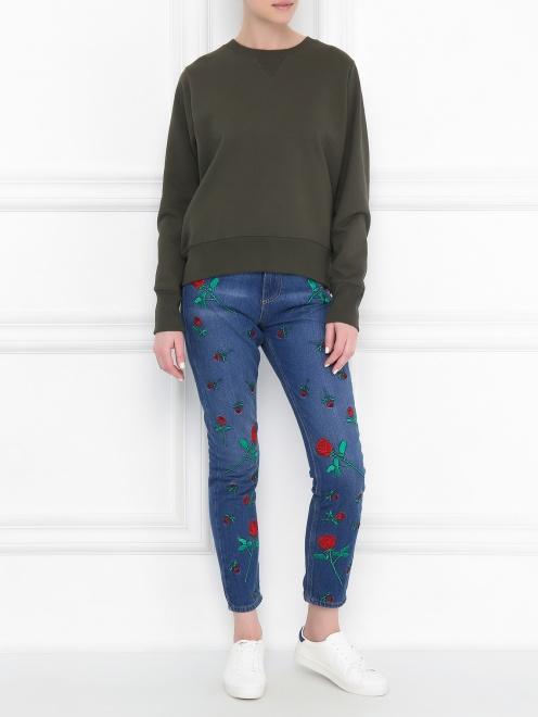 Укороченные джинсы с цветочным узором - Общий вид