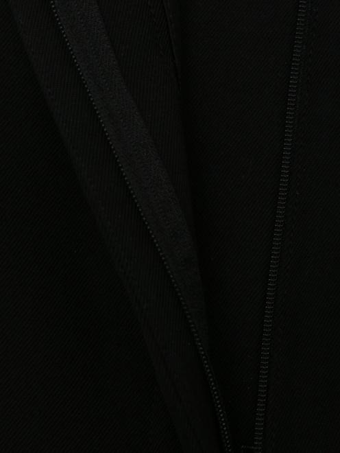 Брюки прямого кроя с лампасами - Деталь