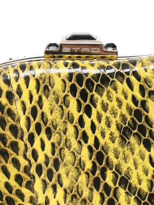 Клатч из кожи с тиснением под рептилию - Деталь