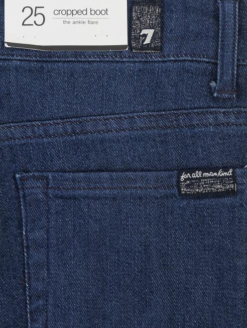 Укороченные джинсы с бахромой - Деталь