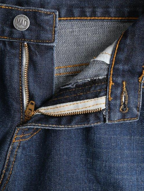 Укороченные джинсы с потертостями и вышивкой из бисера - Деталь1